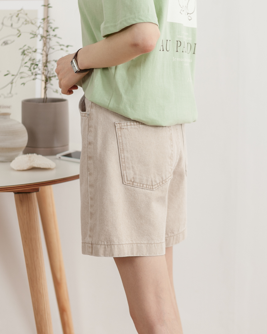 Gia Daily Shorts in Beige-Holiholic